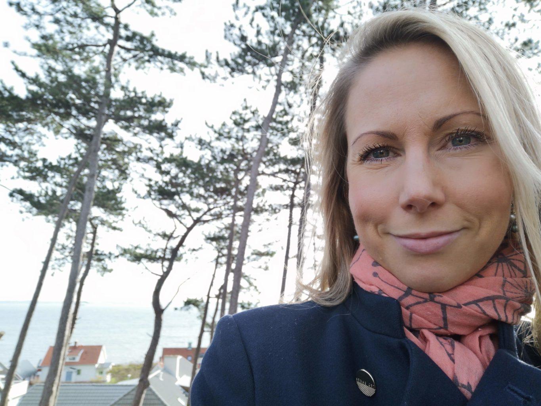Selfie på Anna Gamalielsson, med tallar i bakgrunden